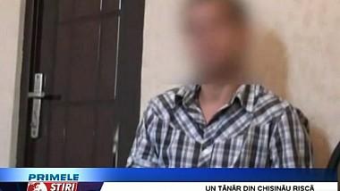 Un locuitor al Chişinăului, de 28 de ani, a fost reţinut de poliţie, fiind bănuit că a furat tablete şi telefoane mobile din mai multe magazine
