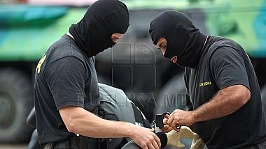 Grupare criminală destructurată. Angajau tineri din Moldova ca să transporte droguri