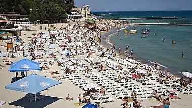 ÎN VACANŢĂ la VECINI. Mai mulţi moldoveni aleg să meargă în Ucraina cu trenul şi microbuzul pentru a se odihni la mare