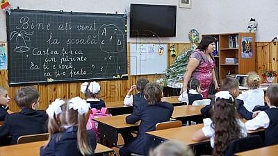 Более шести с половиной тысяч педагогов из столицы получат премии по случаю окончания учебного