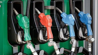 ANRE a modificat prețurile-plafon pentru carburanți. Începând cu 23 august benzina și motorina se ieftinesc