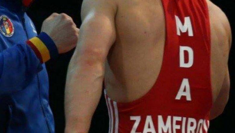 Ivan Zamfirov a obținut medalia de bronz. Luptătorul moldovean l-a învins cu 11-0 pe ungurul Tamas Roman
