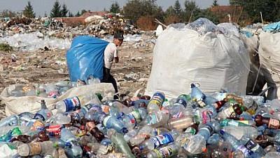 A început conservarea. Groapa de gunoi din Bubuieci este acoperită cu pământ