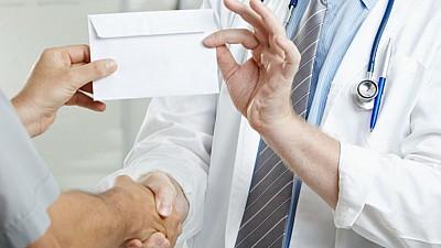 Luptă împotriva corupţiei. Medicii oncologi au fost îndemnaţi să nu ia mită