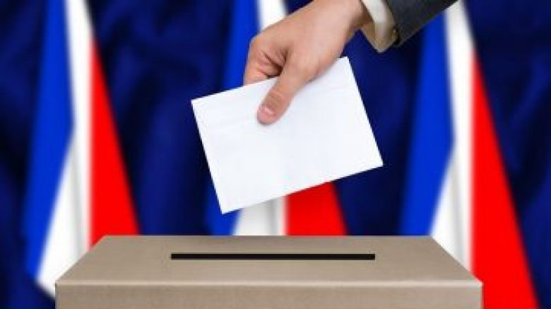 Французский выбор. Лидерами гонки во Франции стали Мокрон и Ле Пен