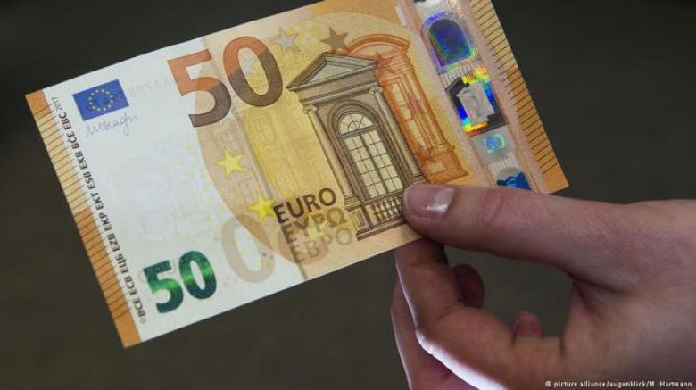 O nouă bancnotă de 50 de euro a intrat în circulaţie