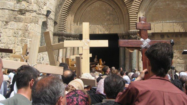 Mii de pelerini din toate colțurile lumii au mers la Ierusalim pentru a reface Drumul Crucii