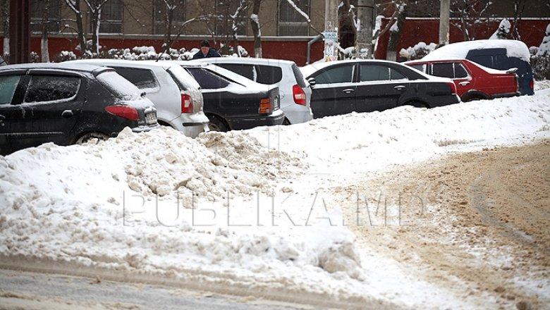 Stare EXCEPŢIONALĂ la Chişinău, din cauza ninsorii. Autorităţile promit că vor munci fără pauză
