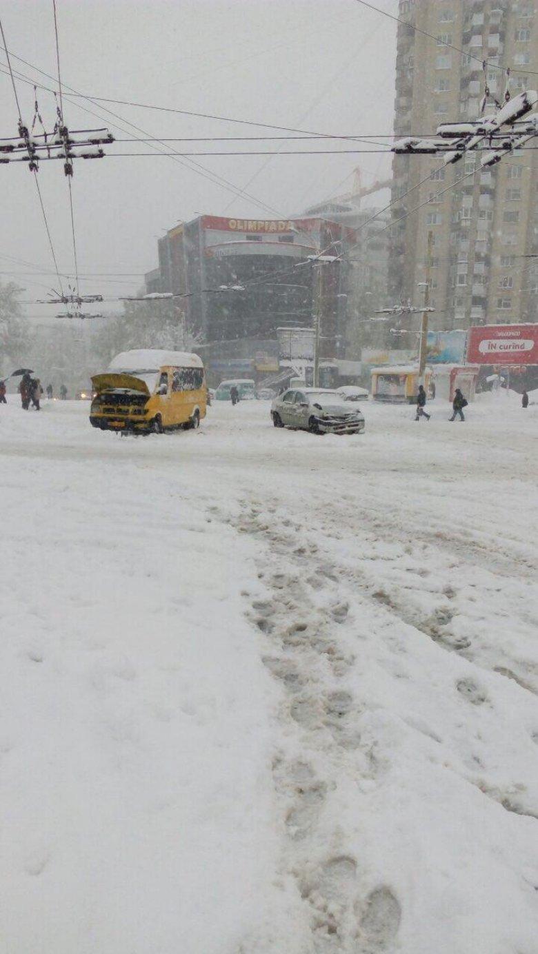Imagini APOCALIPTICE de pe drumurile din Moldova