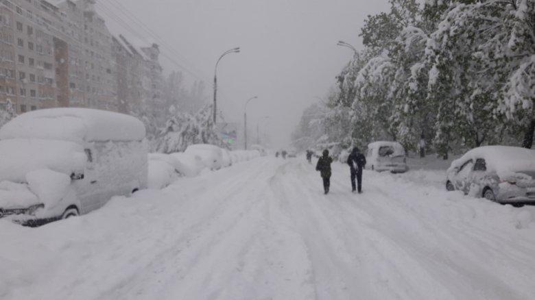 Zăpada din aprilie a PARALIZAT Capitala. Care este situația transportului public