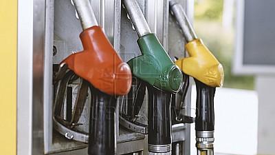 Preţuri noi la carburanți. Cât va costa un litru de benzină
