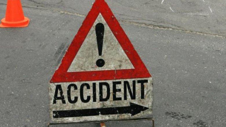 Accident grav într-o intersecţie din Capitală. Doi bărbați au fost transportați de urgență la spital