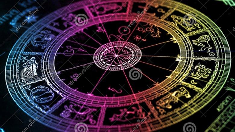 Horoscop 25 iulie 2017: Taurii au ocazia să ia o decizie importantă în relaţiile sentimentale