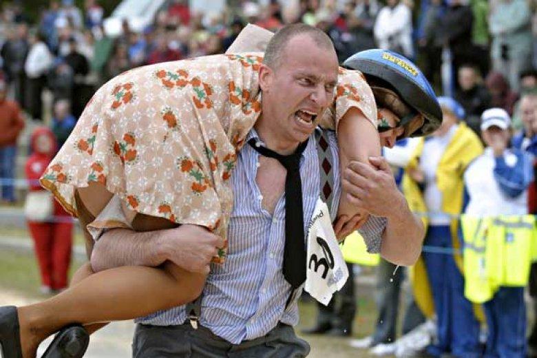 Imaginea zilei: În Finlanda s-a desfășurat Campionatul Mondial de cărat neveste