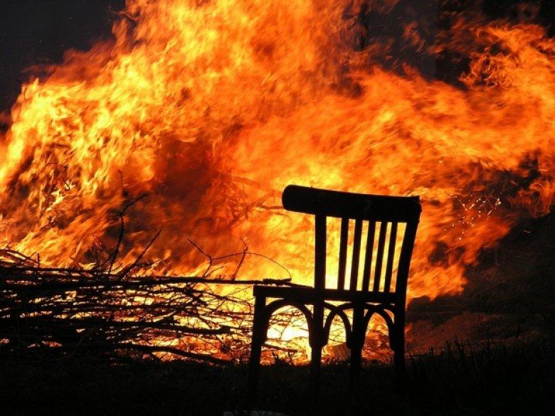 Cafenea din oraşul Odesa cuprinsă de flăcări. Incendiul s-a extins pe o suprafaţa de 500 de metri pătraţi