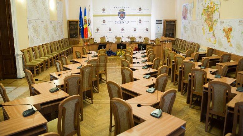 FIECARE cu şedinţa lui. Consilierii municipali s-au întrunit în şedinţe separate