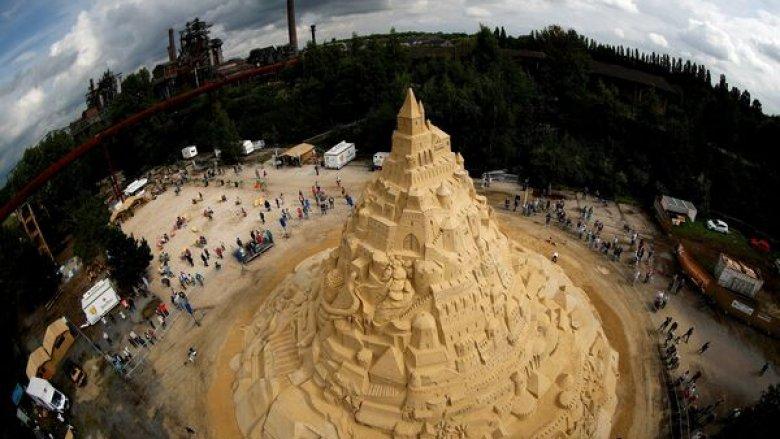 Orașul Duisburg a devenit noul deținător al recordului mondial pentru cel mai mare castel de nisip