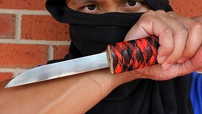 Furt eşuat! Un individ înarmat cu un cuţit a vrut să jefuiască un magazin din Capitală
