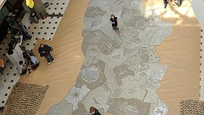 Un colecţionar din Moldova a ajuns în Cartea Recordurilor Guiness cu o hartă realizată din peste 160.000 de monede