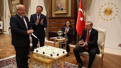 Surpriză de la Erdogan. Nae-Simion Pleşca a primit de ziua sa de naştere un tort de la preşedintele turc