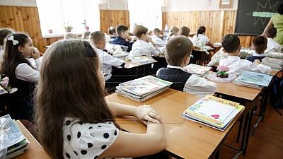 Lecţii în zgomot de ciocane şi bormaşină. 35 de elevi din Băiuş învaţă în gălăgie