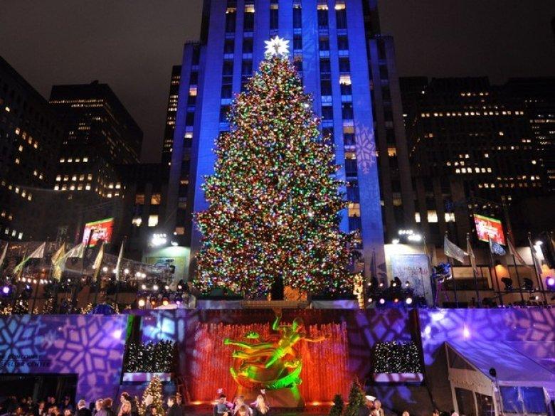 La Rockefeller Center din New York a fost inaugurat pomul de Crăciun. Bradul a fost decorat cu peste 50.000 de beculețe