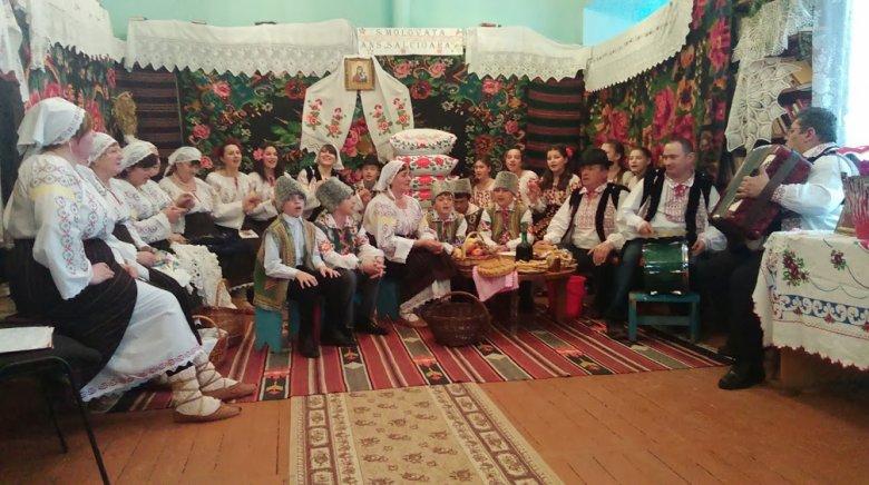 Șezătoare ca pe timpuri. La Cobusca Nouă localnicii și-au promovat tradiţiile şi obiceiurile vechi