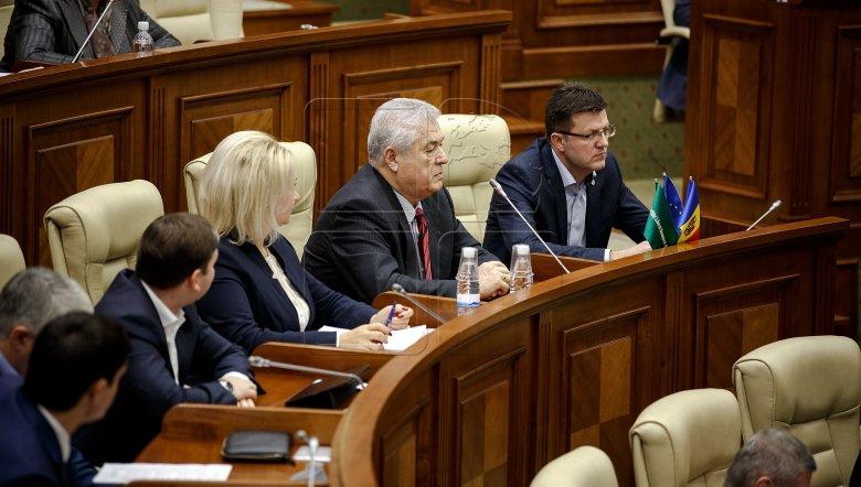 Replici dure în Parlamentul de la Chișinău. O felicitare a lui Voronin a stârnit discuţii aprinse între deputați