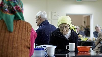 Grăbește-te să faci un bine. Mai mulți vârstnici vor beneficia din partea organizației Tezaurul Națiunii a Partidului Democrat de conserve și plante medicinale