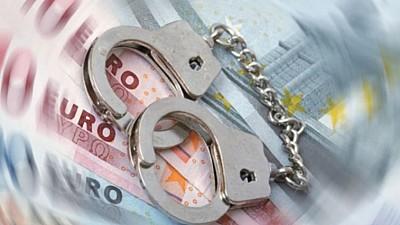 Un procuror şi un avocat din Orhei, reţinuţi de ofiţerii anticorupţie, după ar fi cerut mită de mii de euro de la o femeie