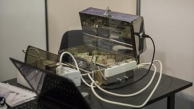 Грязные деньги. В Румынии создали аппарат для стерилизации банкнот