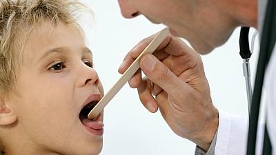 Cum tratăm adenoizii la copii