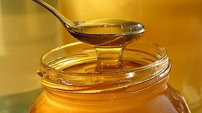 Produs extrem de rar. Apicultorii au colectat în acest an miere de mană