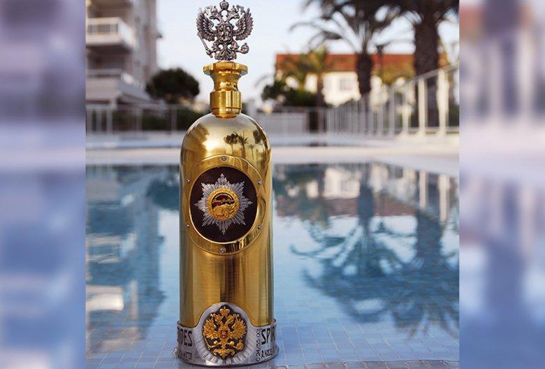 Cea mai scumpă sticlă de vodcă care a fost furată la începutul acestei săptămâni a fost găsită goală. Pe cine bănuiește proprietarul barului