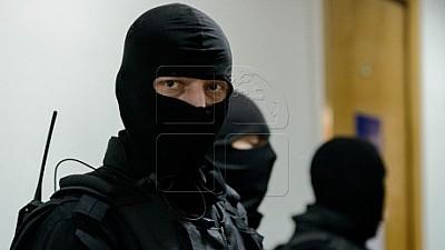 Un avocat a fost reţinut de ofiţerii CNA şi procurorii anticorupţie, după ce ar fi pretins cinci mii de euro de la un client