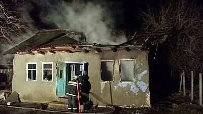 Moarte cumplită la Strășeni. Un bărbat a ars de viu în locuinţa sa care a luat foc