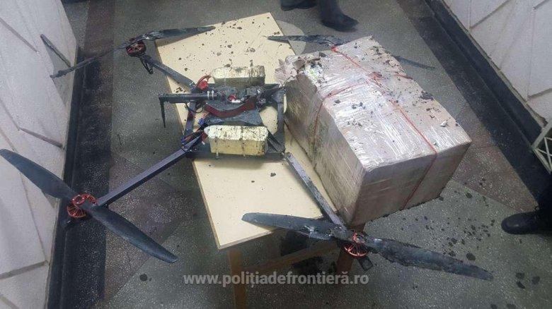Tentativă de contrabandă. Poliţiştii de la frontiera română au depistat o dronă deteriorată, de care era prins un colet cu ţigări moldovenești