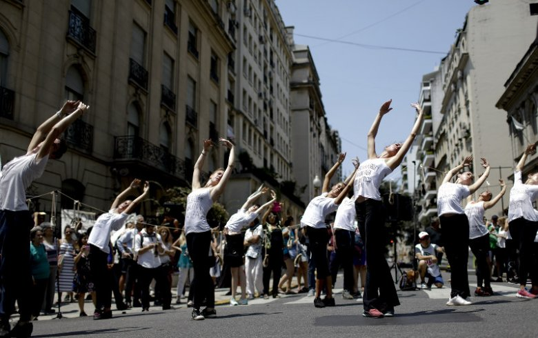 Imaginea zilei: Protest în pași de balet la Buenos Aires