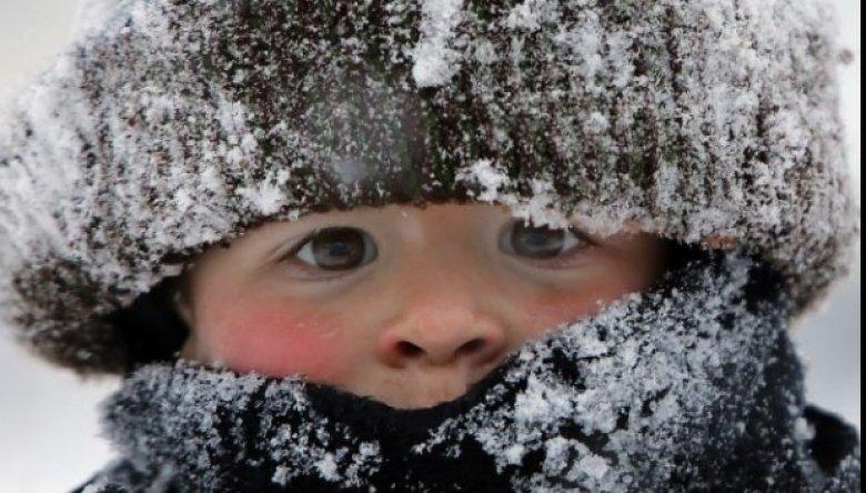 CAZ REVOLTĂTOR la Moscova. Un copil de numai trei ani a murit în stradă, după ce ar fi fost uitat de dădacă