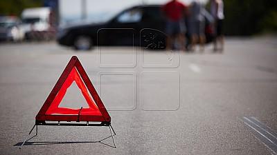 Accident pe traseul Chişinău - Vulcăneşti. Un microbuz de rută s-a ciocnit frontal cu un automobil care a intrat pe contrasens