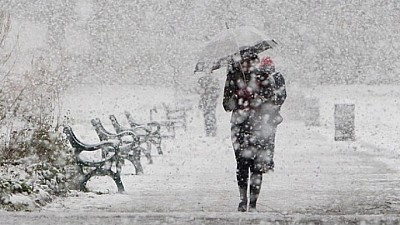 Iarna nu se grăbește să plece. Meteorologii au emis pentru joi COD GALBEN de ninsori și ploi