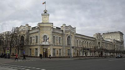 Percheziţii la Primăria Capitalei şi la Oficiul Cadastral Chişinău. Cinci persoane au fost reţinute de ofiţerii şi procurorii anticorupţie