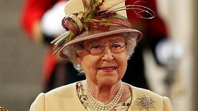 Импровизированный визит. Королева Великобритании посетила показ моды в Лондоне