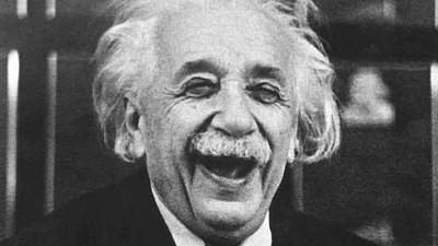 Albert Einstein, considerat cel mai influent om de știință al secolului XX, sărbătorit astăzi. Ce știu moldovenii despre fizician