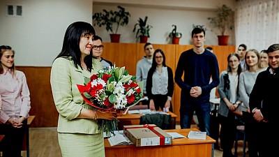 Concursul Cel mai iubit dintre dascăli. Fundaţia lui Vlad Plahotniuc a premiat-o pe profesoara de biologie Alina Blănaru