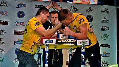 Şi-au măsurat puterile. 170 de bărbaţi din Moldova au participat la Campionatul de Armwrestling