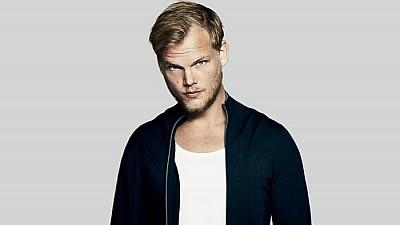 Imaginea zilei: Omagiu adus DJ-ului Avicii în piața Sergels torg din Stockholm