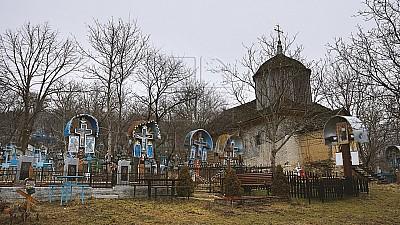 Riscă să se prăbuşească! Din ce cauză cea mai veche biserică din Moldova nu se repară