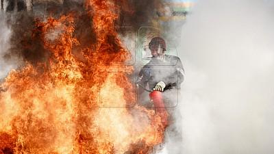 A rămas în stradă. Casa unei bătrâne din satul Pârjota a fost mistuită de flăcări