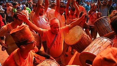 Imaginea zilei: Cum au sărbătorit Anul Nou locuitorii vechiul oraș Bhaktapur din Nepal